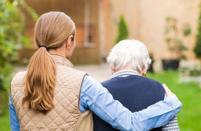 Caregiver, affidi, voucher: tre iniziative della Regione per famiglie e fragili