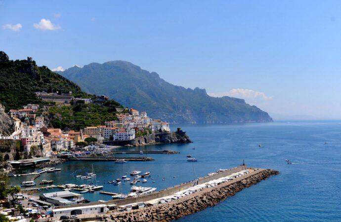 Turismo in Campania, la Regione approva aiuti alle piccole e medie imprese